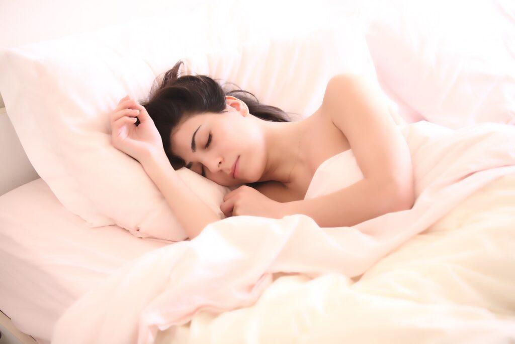 睡眠と代謝の関係性「良質な睡眠がダイエットをサポートする」